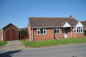 2 Bedrooms Detached Bungalow for sale in Main Street, Crowle, Ealand
