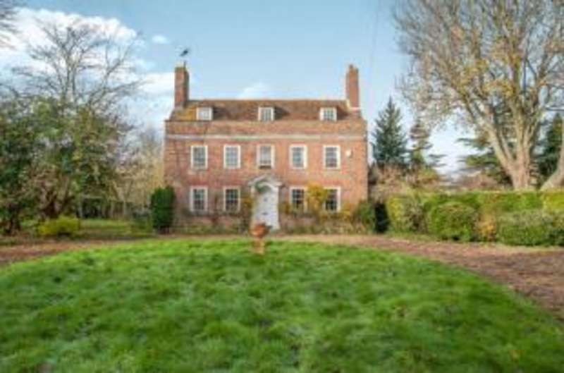 8 Bedrooms Detached House for sale in Auckland Drive, Sittingbourne, Kent