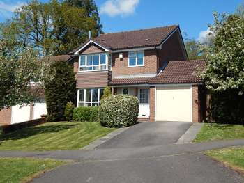 4 Bedrooms Detached House for sale in Deepdene, Haslemere, Surrey