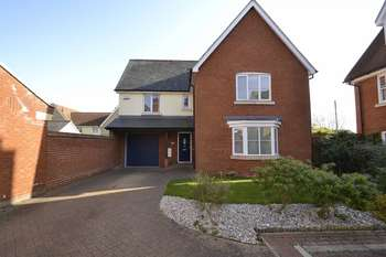 4 Bedrooms Detached House for sale in Walnut Drive, Colchester