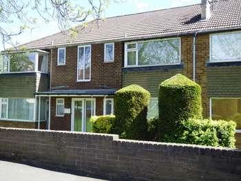 1 Bedroom Flat for sale in Queens Court, Moortown, Leeds