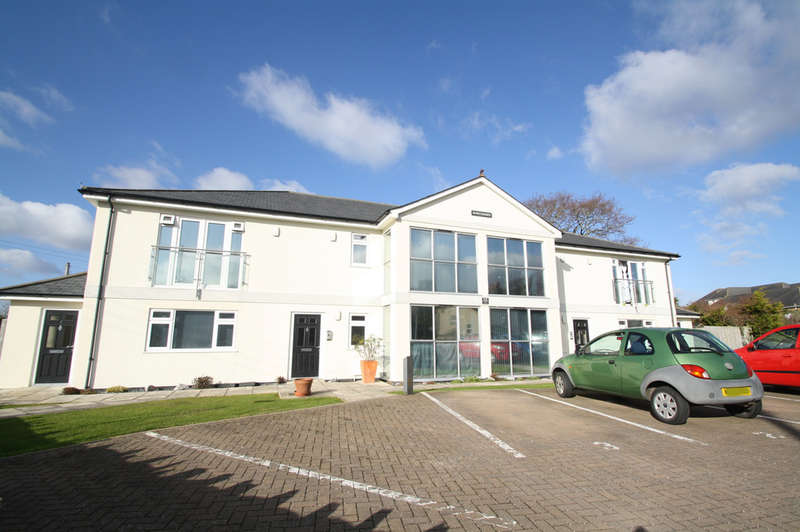 2 Bedrooms Flat for sale in Horn Lane, Plymstock.