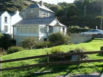 2 Bedrooms Detached House for sale in Trebarwith Strand, TINTAGEL