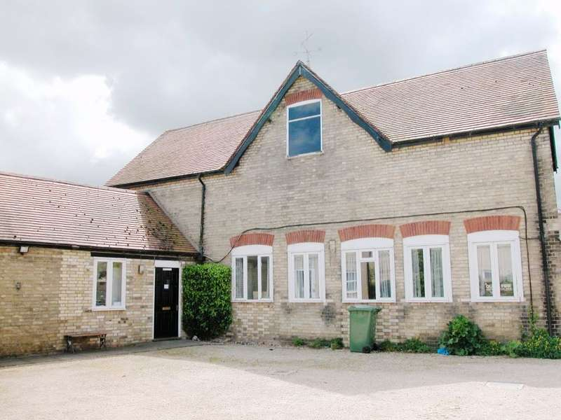 2 Bedrooms Commercial Property for rent in ST IVES