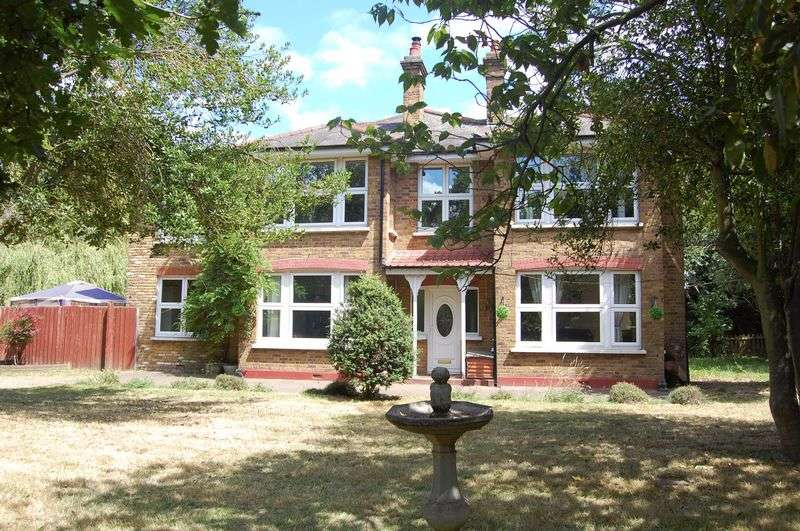 5 Bedrooms Detached House for sale in Aveley Road, Upminster