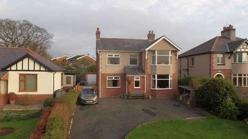 4 Bedrooms Detached House for sale in Llanfair Road, Ruthin