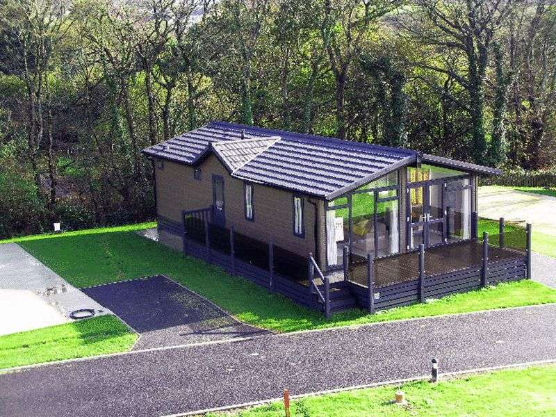 2 Bedrooms Detached Bungalow for sale in Treroosel Road, St Teath, Bodmin