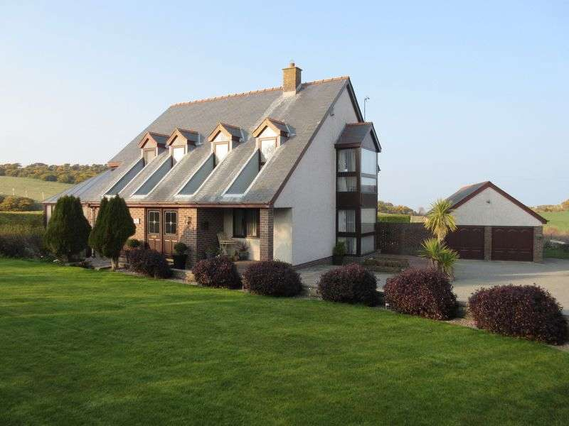 4 Bedrooms Detached House for sale in Bull Bay Road, Amlwch