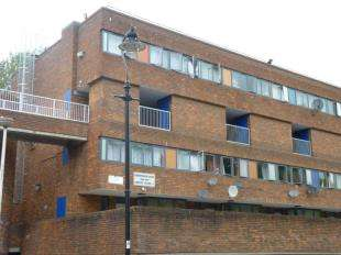 3 Bedrooms Flat for sale in Shropshire Court, Copley Close, London