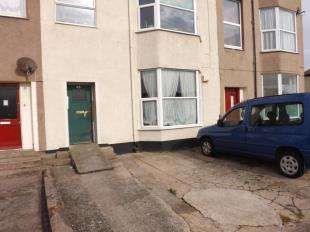 2 Bedrooms Flat for sale in South Parade, Pensarn, Abergele, Conwy, LL22