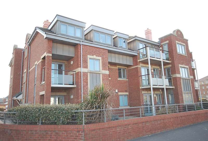 2 Bedrooms Ground Flat for sale in The Sands, Marple Close