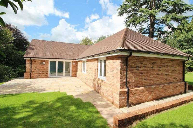 3 Bedrooms Detached Bungalow for sale in Old Lane, Mayfield
