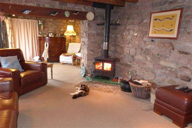 3 Bedrooms Detached House for sale in Upperhulme, Near Leek, Staffordshire, ST13 8UQ