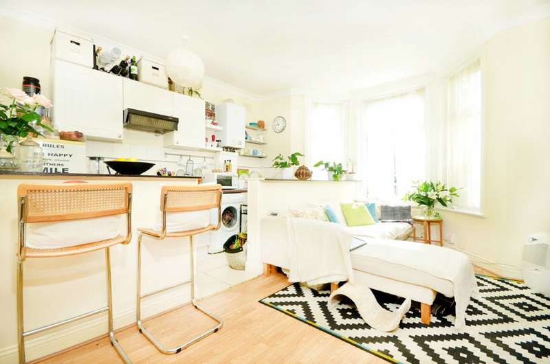 1 Bedroom Flat for sale in Palmerston Crescent, Palmers Green, N13