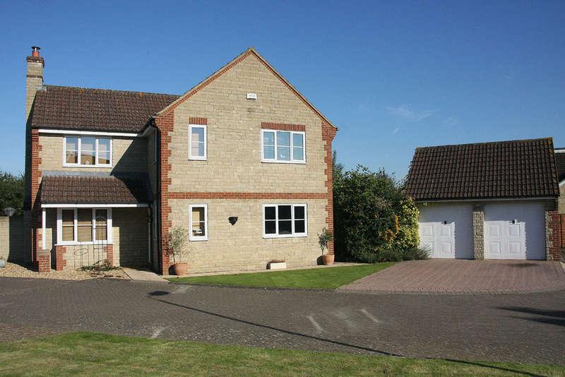 4 Bedrooms Detached House for sale in Beanacre, Melksham