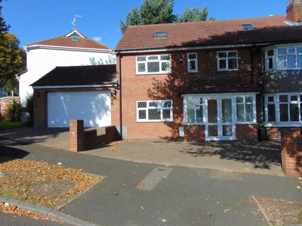 6 Bedrooms Semi Detached House for sale in Copthall Road, Handsworth, B21