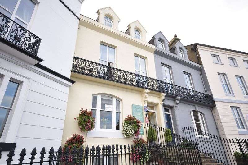 9 Bedrooms Terraced House for sale in East Crescent, Whitby
