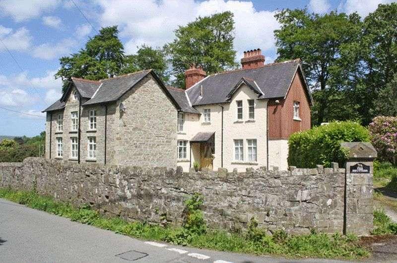 5 Bedrooms Detached House for sale in DREFACH FELINDRE