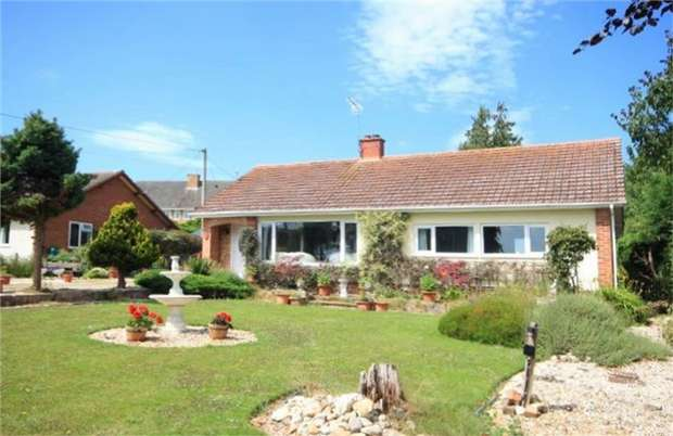 3 Bedrooms Detached Bungalow for sale in Church Road, Clehonger, Hereford, Herefordshire