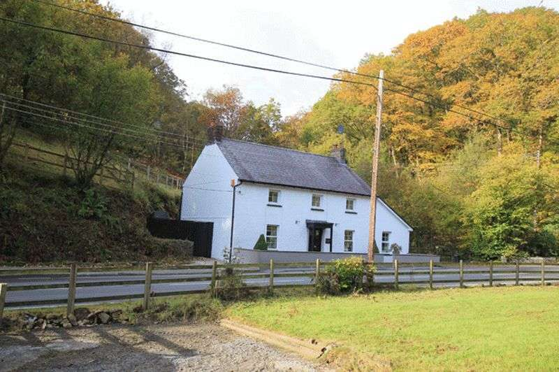 3 Bedrooms Cottage House for sale in CYNWYL ROAD, CARMARTHEN