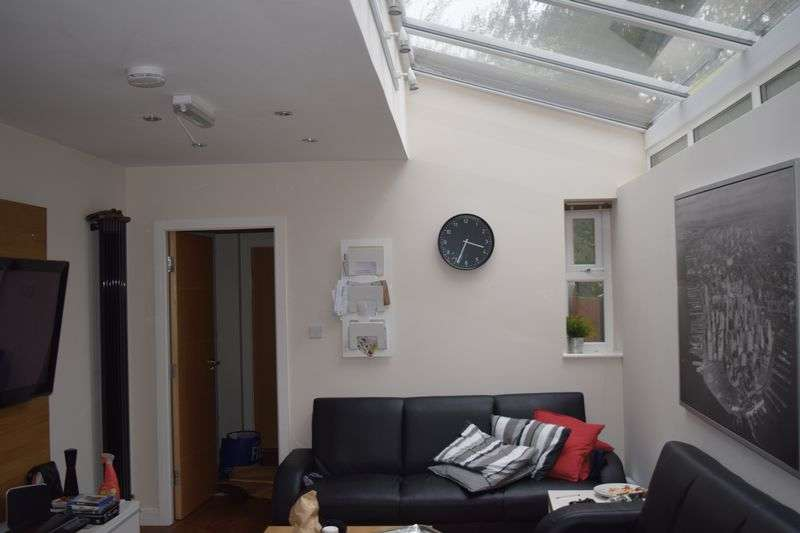 6 Bedrooms Terraced House for rent in Luxury Student Accommodation
