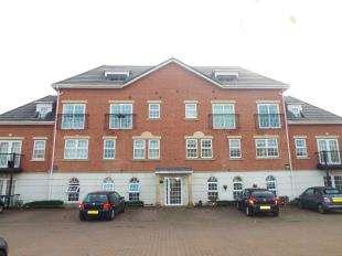 2 Bedrooms Flat for sale in Garden Close, Poulton-Le-Fylde, Lancashire, FY6