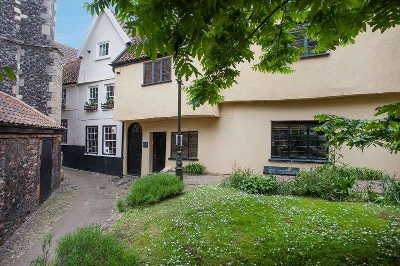 3 Bedrooms Detached House for sale in Tombland, Norwich