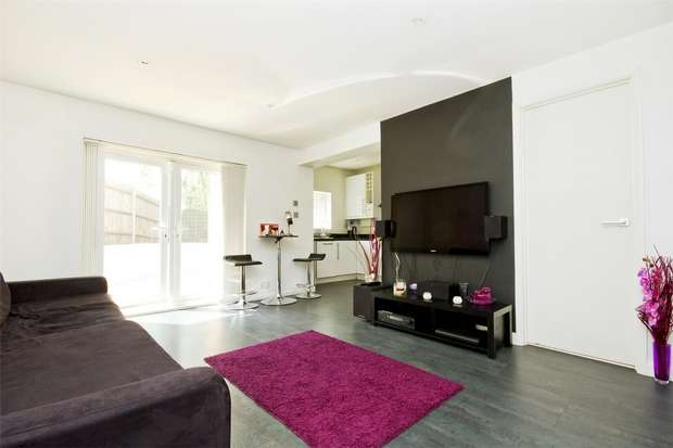 2 Bedrooms Flat for sale in Leamington Park, Acton