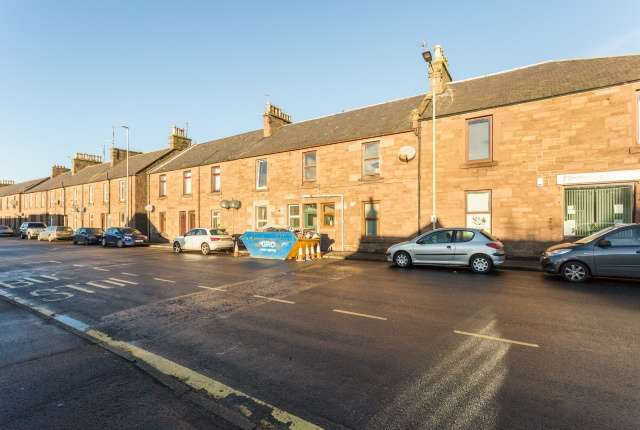 3 Bedrooms Flat for sale in Montrose Road, Forfar, Angus, DD8 2HT