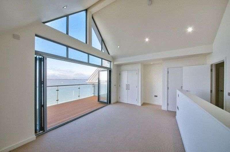 4 Bedrooms Terraced House for sale in Princes Esplanade, Gurnard, Isle of Wight, PO31 8BZ