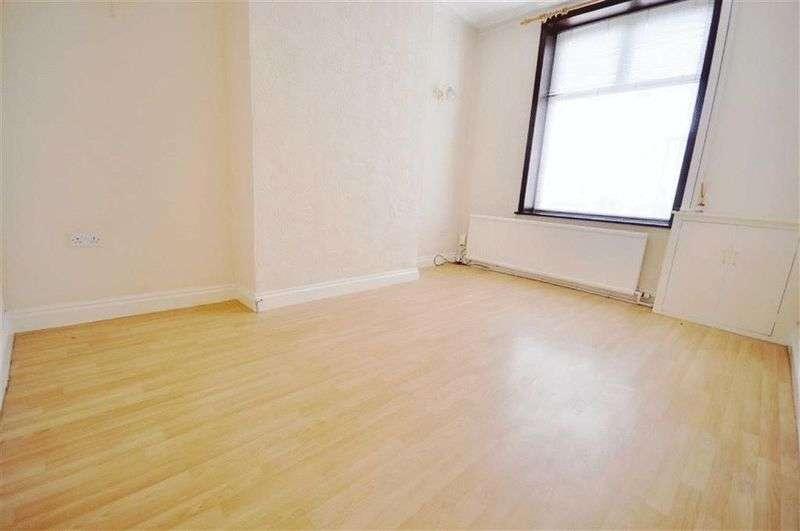2 Bedrooms Terraced House for sale in Queens Park Road, Heywood