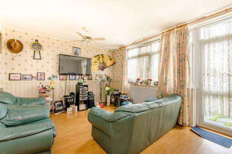 3 Bedrooms Terraced House for sale in Waddington Street, Stratford, E15
