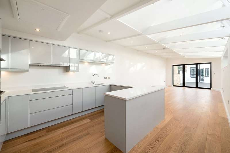 3 Bedrooms Mews House for sale in Crombie Mews, 11 Abercrombie Street, London, SW11