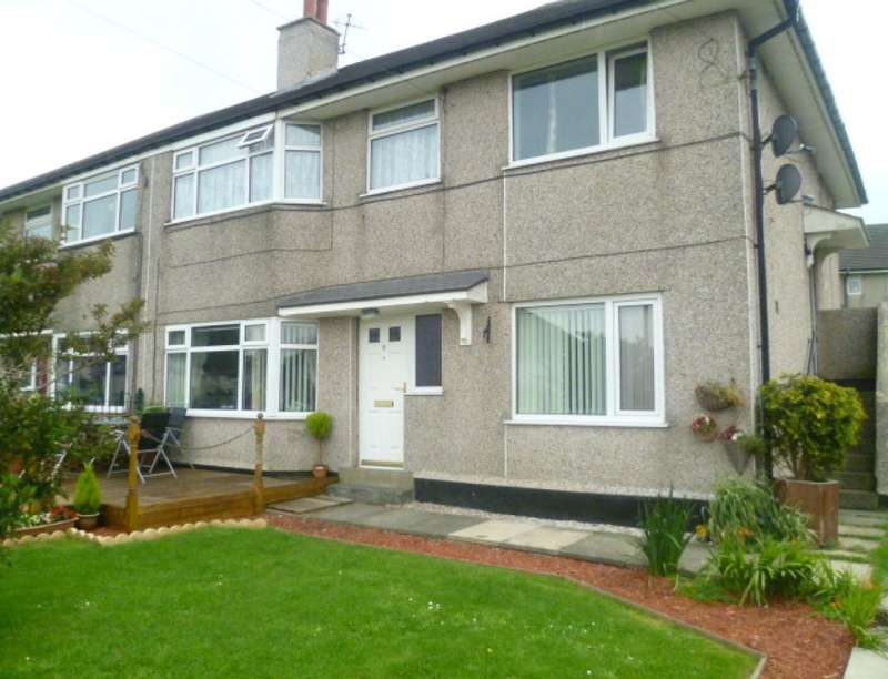 2 Bedrooms Flat for sale in Hillcrest Avenue, Queensbury, Bradford, BD13
