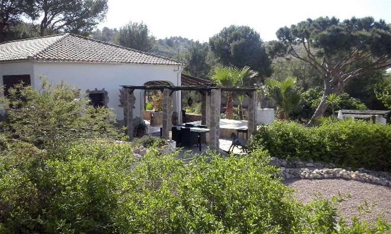 3 Bedrooms Property
