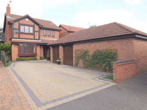 4 Bedrooms Detached House for sale in Monies End, Clowne, Chesterfield