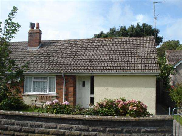 2 Bedrooms Semi Detached Bungalow for sale in 4 Shirburn Close