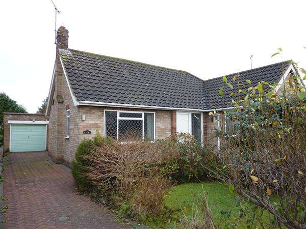 3 Bedrooms Detached Bungalow for sale in THIRKLEBY CRESECENT, GRIMSBY