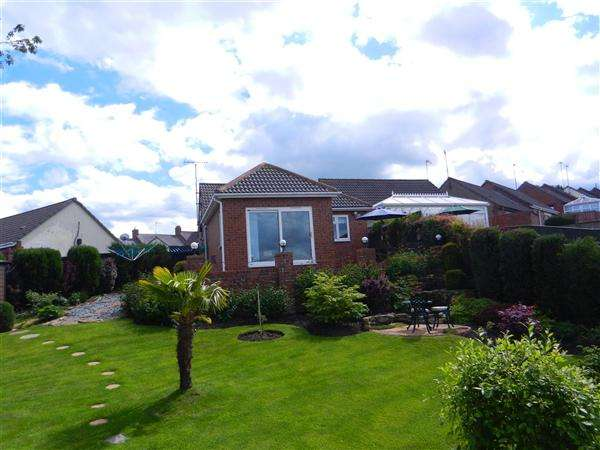 2 Bedrooms Bungalow for sale in Cherry Cottages, Stanley