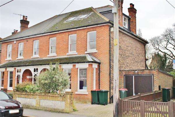 6 Bedrooms Semi Detached House for sale in Malthouse Road, Crawley
