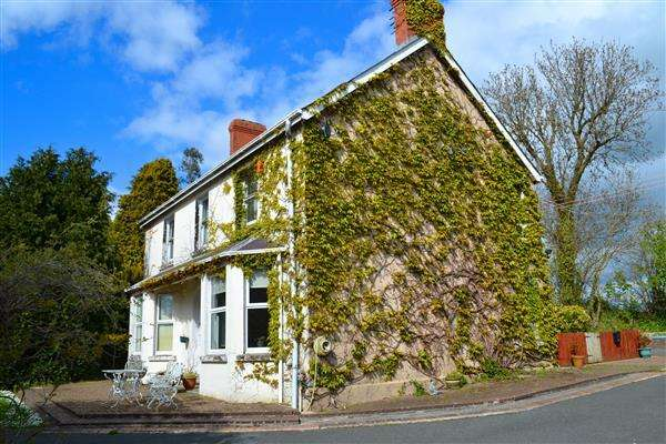 6 Bedrooms Detached House for sale in Kings Park, West Carmarthenshire, St Clears