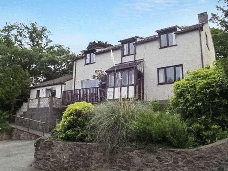 5 Bedrooms Detached House for sale in Llanfairfechan
