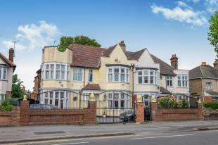5 Bedrooms Semi Detached House for sale in Wanstead, London