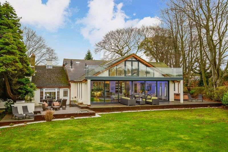 5 Bedrooms Detached House for sale in Roby Mill, Roby Mill
