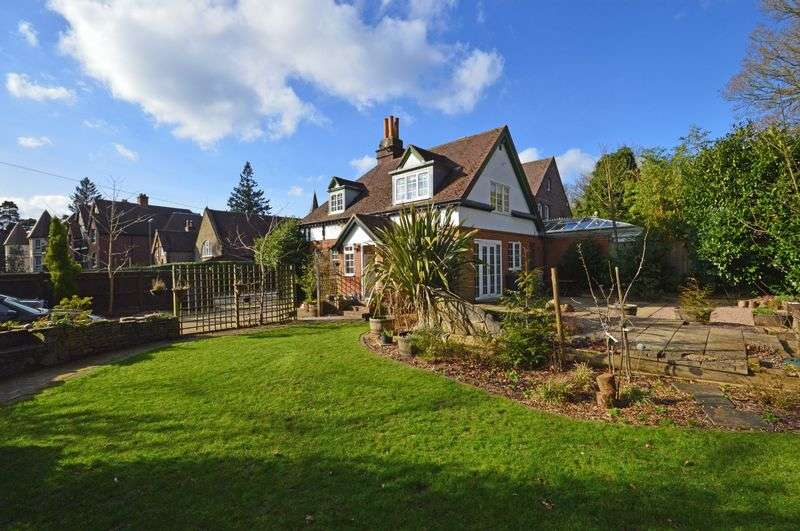 3 Bedrooms Semi Detached House for sale in Tower Road, Hindhead