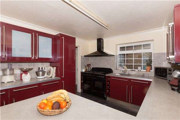 4 Bedrooms Detached House for sale in Newmans Way, HASTINGS, East Sussex, TN35