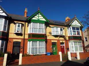 4 Bedrooms Terraced House for sale in South Avenue, Rhyl, Denbighshire, LL18