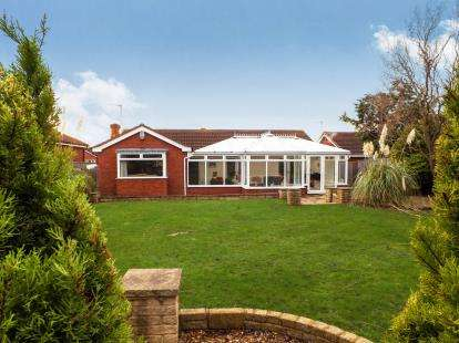 3 Bedrooms Bungalow for sale in Barberry Close, Ingleby Barwick, Stockton-On-Tees