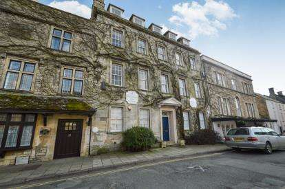 2 Bedrooms Flat for sale in Market Place, Tetbury, Gloucestershire, Flat