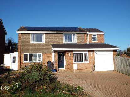 4 Bedrooms Detached House for sale in Stevenson Court, Eaton Ford, St. Neots, Cambridgeshire